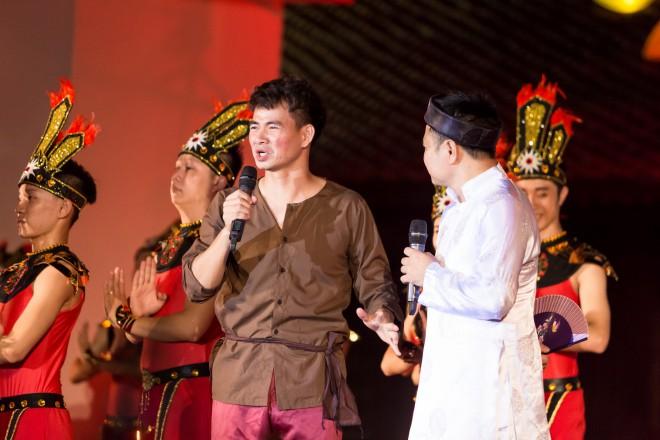 Hoa hậu Hà Kiều Anh hoá thân Hằng Nga tái xuất trên sân khấu - 4
