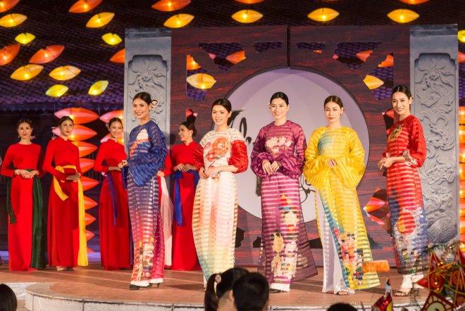 Hoa hậu Hà Kiều Anh hoá thân Hằng Nga tái xuất trên sân khấu - 3