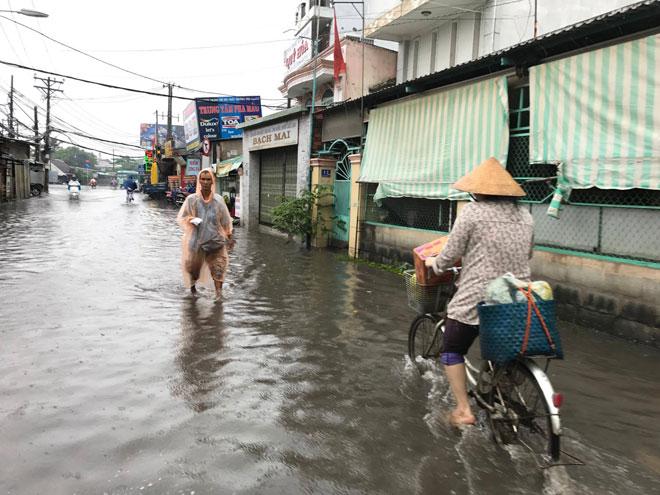 """TP.HCM đến bao giờ hết """"mưa dầm"""" như miền Trung? - 1"""
