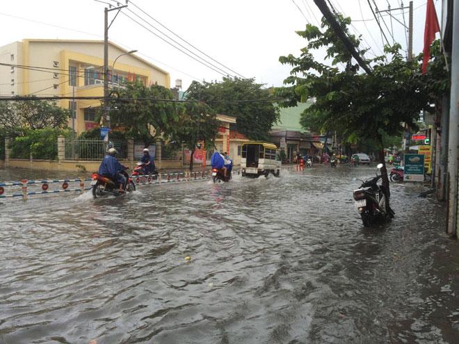 """TP.HCM đến bao giờ hết """"mưa dầm"""" như miền Trung? - 3"""