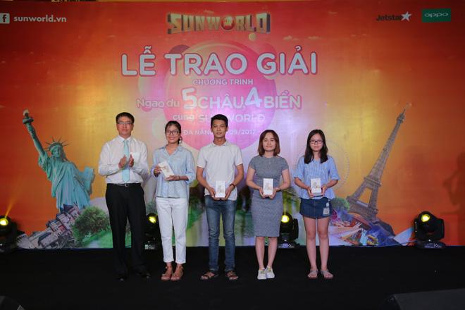 Các khách hàng Sun World hạnh phúc với giải thưởng tour du lịch quốc tế - 3