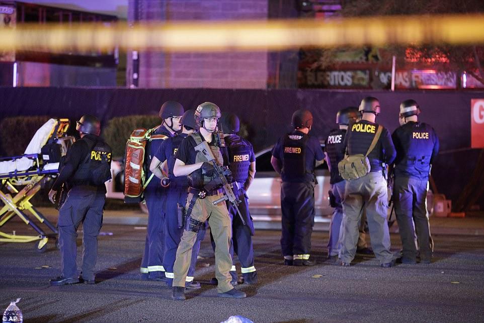 Mỹ: Xả súng đẫm máu tại lễ hội 30.000 người, ít nhất 50 người chết - 4