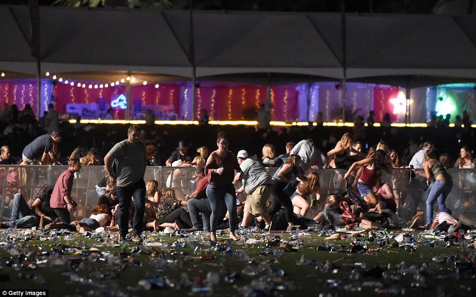 Mỹ: Xả súng đẫm máu tại lễ hội 30.000 người, ít nhất 50 người chết - 3