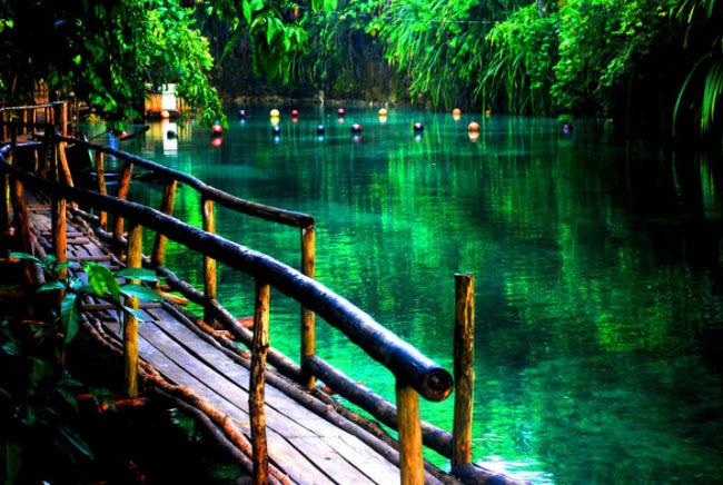Suối Hinatuan, Surigao, Philippines.