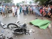 Tin tức trong ngày - Xe máy nát tanh bành sau cú đối đầu với xe tải, 2 người tử vong