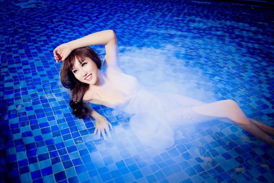 """""""Bấn loạn"""" vì Phi Thanh Vân khoe ngực đầy tạo dáng ướt sũng ở bể bơi - 8"""