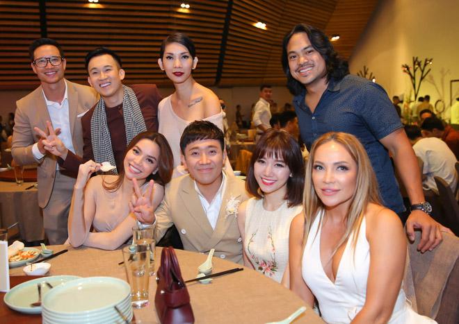 Mặc tin đồn yêu Đào Bá Lộc, Trấn Thành vẫn vui vẻ cùng vợ dự sinh nhật Mr. Đàm - 1
