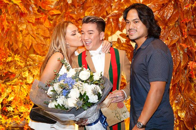 Mặc tin đồn yêu Đào Bá Lộc, Trấn Thành vẫn vui vẻ cùng vợ dự sinh nhật Mr. Đàm - 8