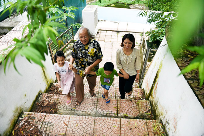 Hạnh phúc diệu kỳ đến với cặp vợ chồng chênh nhau 52 tuổi - 2