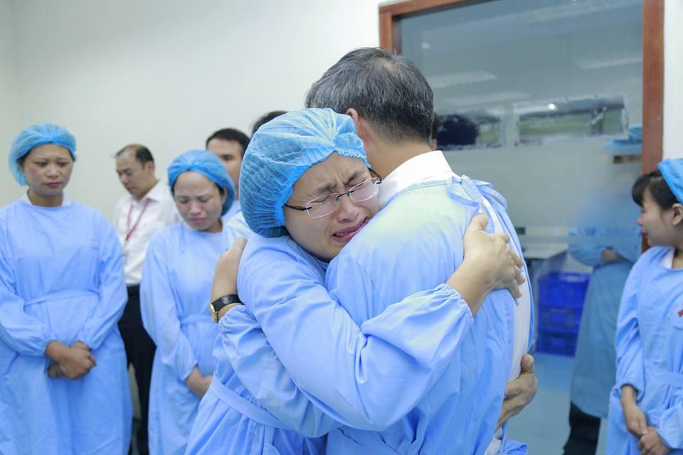 Lần đầu trong lịch sử ngành y, Viện trưởng về hưu cả bệnh viện bật khóc - 10