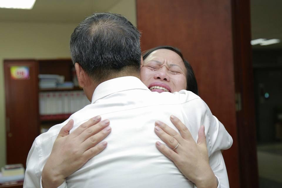 Lần đầu trong lịch sử ngành y, Viện trưởng về hưu cả bệnh viện bật khóc - 12