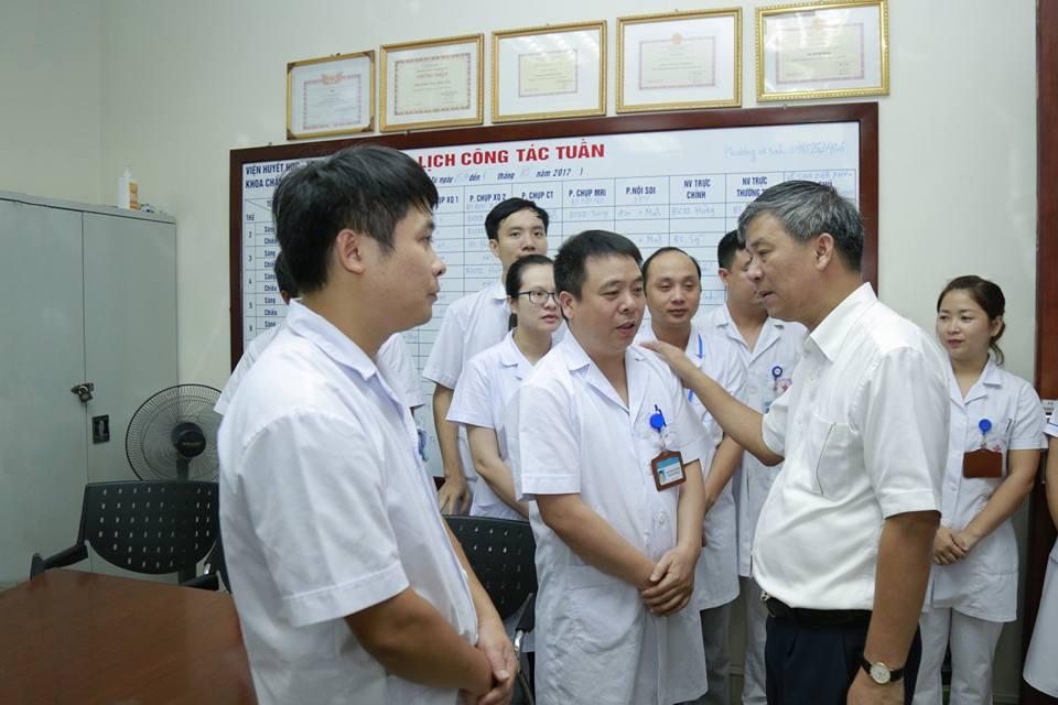 Lần đầu trong lịch sử ngành y, Viện trưởng về hưu cả bệnh viện bật khóc - 13
