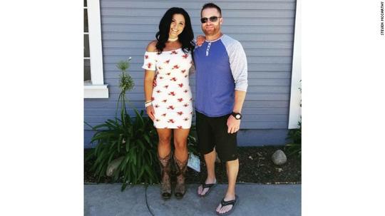 Vụ thảm sát Las Vegas: Chồng xả thân che đạn cứu vợ - 4