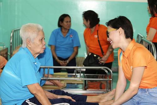 FWD tổ chức tiệc mừng thọ cho các cụ già neo đơn - 5