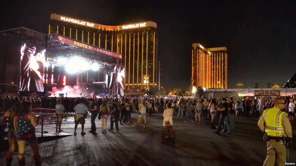 """Vợ chồng sao """"Tân dòng sông ly biệt"""" thoát chết trong vụ xả súng tại Las Vegas - 3"""