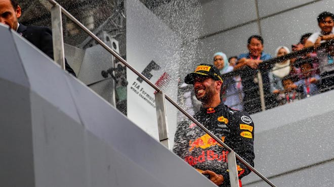 Đua xe F1: Niềm vui kép ngay trên thánh địa của kình địch - 2