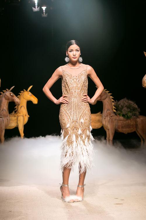 Á hậu cao nhất Việt Nam quá lộng lẫy tại tuần thời trang Việt - 3