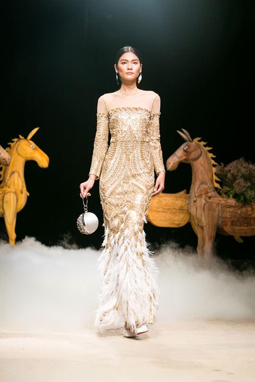 Á hậu cao nhất Việt Nam quá lộng lẫy tại tuần thời trang Việt - 7