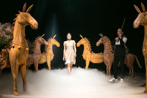 Á hậu cao nhất Việt Nam quá lộng lẫy tại tuần thời trang Việt - 5