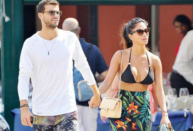 """Lộ mặt sở khanh: """"Tiểu Federer"""" đá Sharapova sắp bỏ cả bồ quyến rũ - 1"""