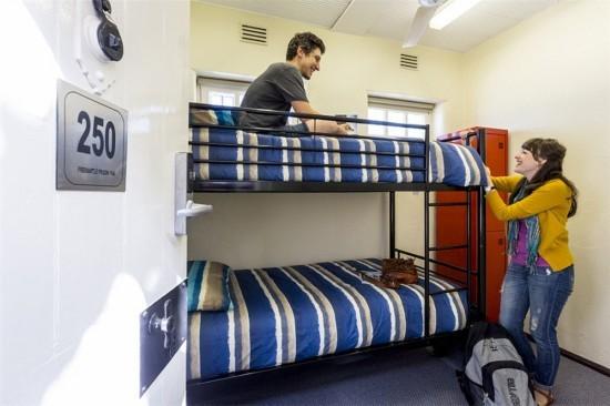 Lạ đời khách sạn được cải tạo từ... nhà tù - 7