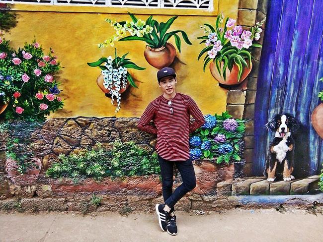 Với 14 bức tranh 3D được vẽ lên tường với đủ màu sắc vô cùng sinh động, giúp làng chài Bình Sơn thêm hút hồn du khách.