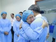 Sức khỏe đời sống - Lần đầu trong lịch sử ngành y, Viện trưởng về hưu cả bệnh viện bật khóc