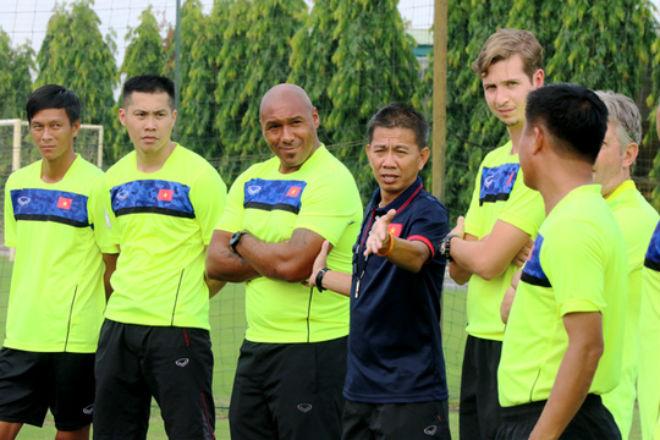 Mời thầy từ Arsenal về dạy thủ môn Việt: Có nhầm không? - 1