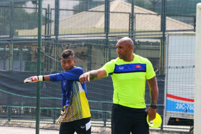 Mời thầy từ Arsenal về dạy thủ môn Việt: Có nhầm không? - 2