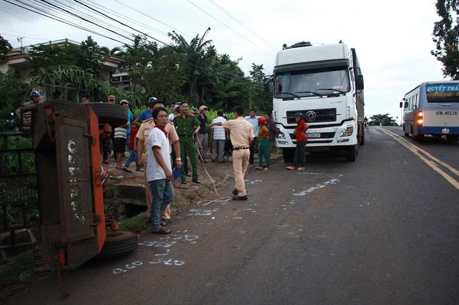 Xe tải tông xe công nông chở đoàn múa lân đón Tết Trung thu - 2