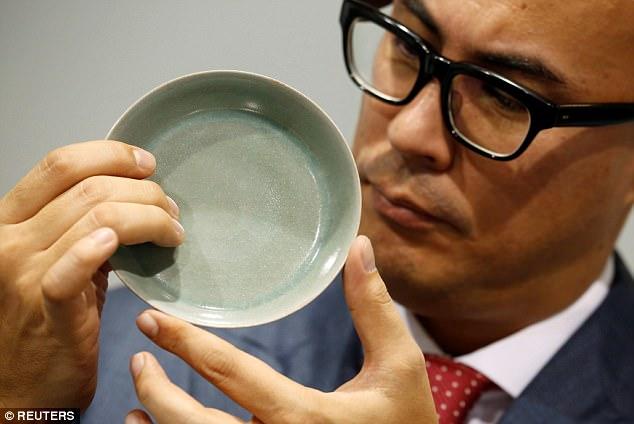 Bát cổ TQ bán được giá chưa từng thấy: 856 tỉ đồng - 1