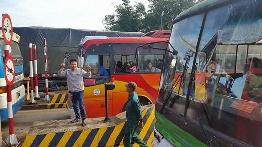3 ngày liên tiếp tài xế dùng tiền lẻ ở BOT Biên Hòa - 1
