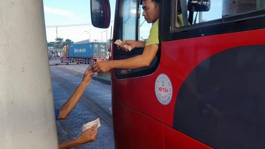 3 ngày liên tiếp tài xế dùng tiền lẻ ở BOT Biên Hòa - 2