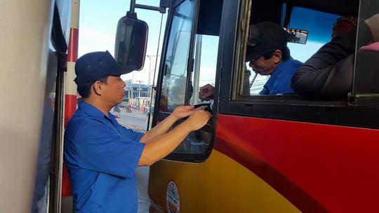 3 ngày liên tiếp tài xế dùng tiền lẻ ở BOT Biên Hòa - 3