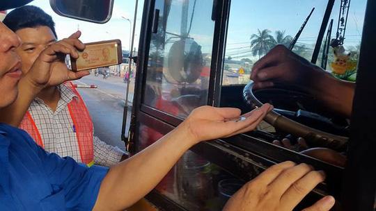 3 ngày liên tiếp tài xế dùng tiền lẻ ở BOT Biên Hòa - 4