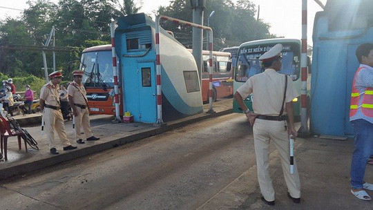 3 ngày liên tiếp tài xế dùng tiền lẻ ở BOT Biên Hòa - 6