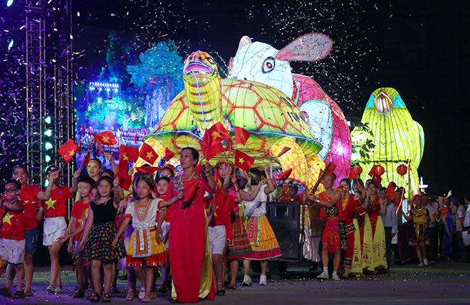 """Lên Tuyên Quang ngắm voi, rùa """"khủng"""" ra phố chơi Trung thu - 1"""