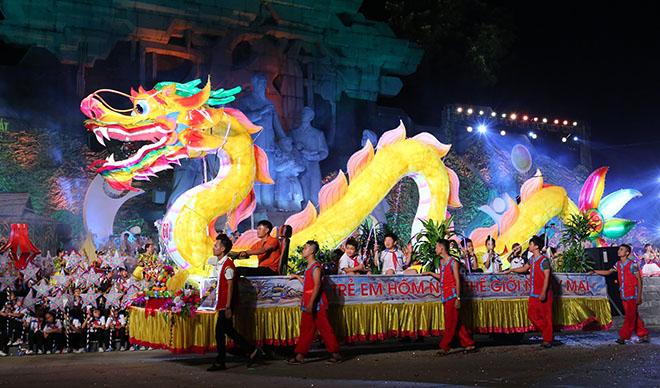 """Lên Tuyên Quang ngắm voi, rùa """"khủng"""" ra phố chơi Trung thu - 10"""