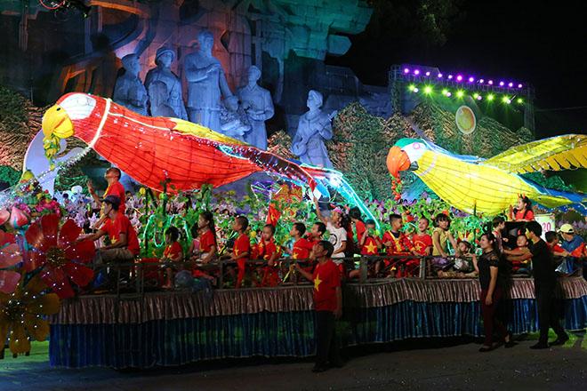 """Lên Tuyên Quang ngắm voi, rùa """"khủng"""" ra phố chơi Trung thu - 8"""