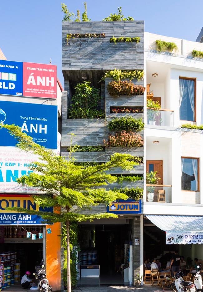 Căn nhà ống 4 tầng này nằm trên đường Điện Biên Phủ, thuộc Thanh Khê, Đà Nẵng.