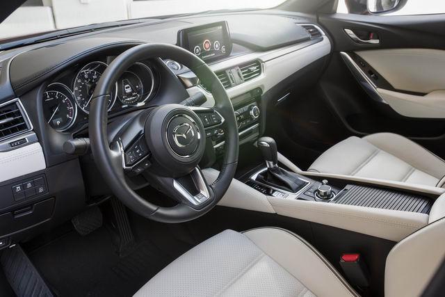 Mazda6 2017.5: Bản nâng cấp vội vã, giá từ 500 triệu đồng - 4