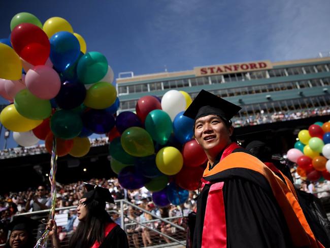 3. Đại học Stanford. Học phí trước trợ cấp: 1.025 tỉ đồng/năm. Học phí thực tế sinh viên phải trả: 356 triệu đồng/năm.