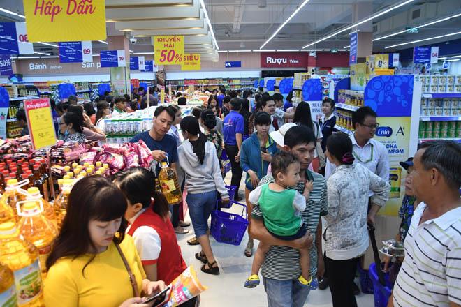 Co.opmart Huỳnh Tấn Phát khuyến mãi lớn nên hút khách - 1