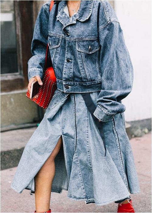 Thu này, hãy diện váy bò theo phong cách thật giản đơn nhé! - 3
