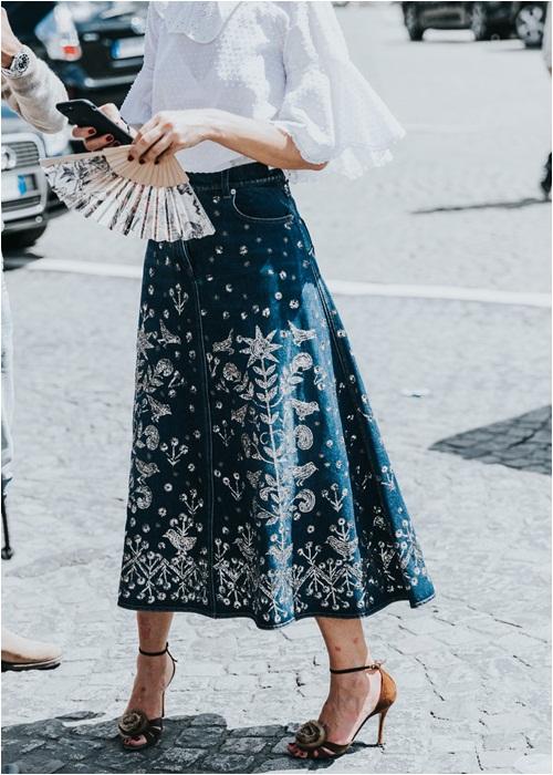 Thu này, hãy diện váy bò theo phong cách thật giản đơn nhé! - 11