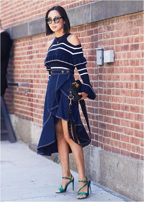 Thu này, hãy diện váy bò theo phong cách thật giản đơn nhé! - 10
