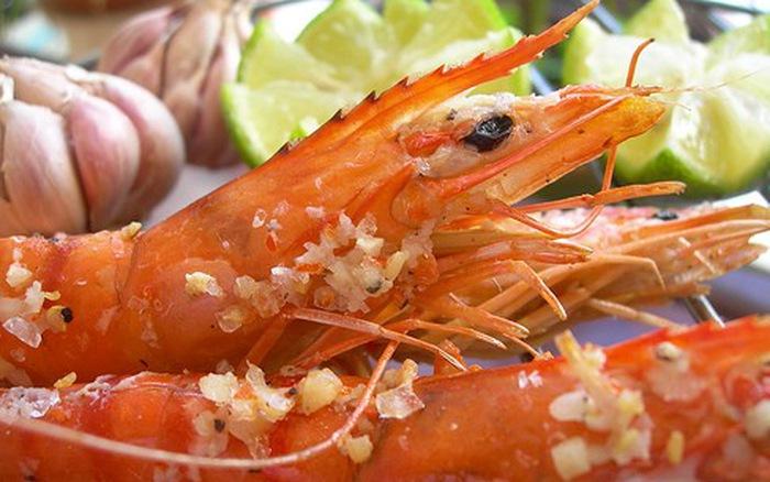 Thực hư vỏ tôm chứa nhiều canxi khiến nhiều người ăn bằng sạch - 1