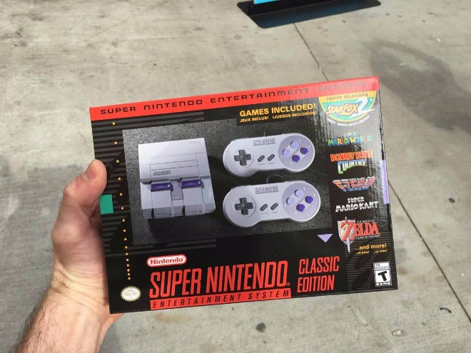 Hình ảnh game thủ xếp hàng mua Super NES Classic Edition - 8