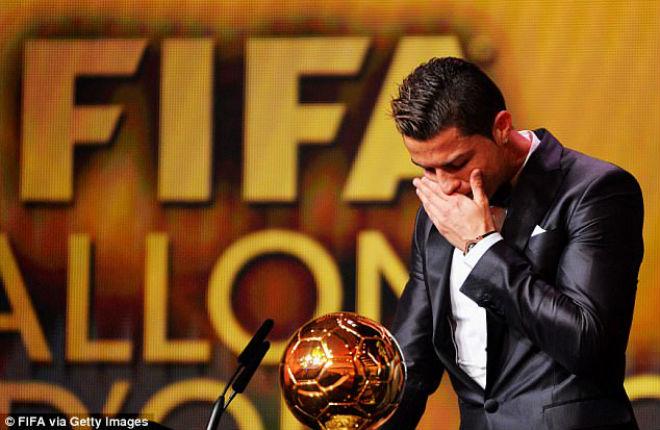 Ronaldo bán Quả bóng vàng 18 tỷ đồng, vượt vua Pele thành huyền thoại - 1