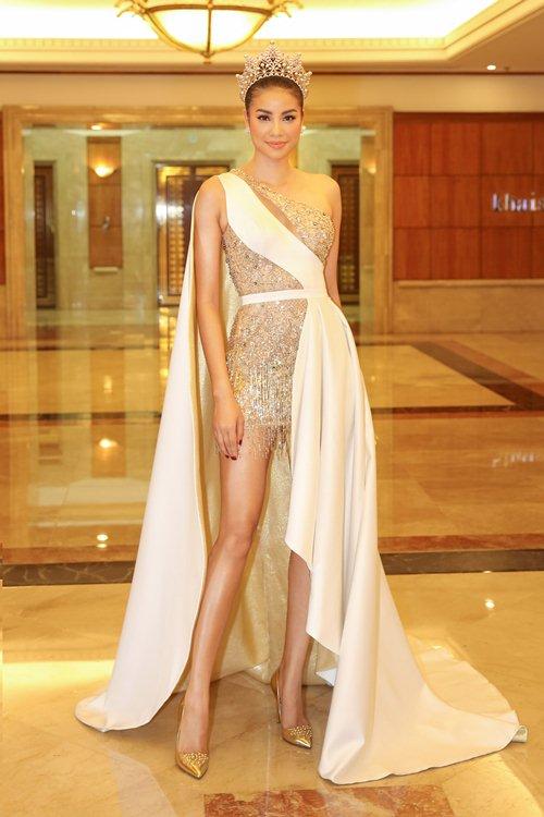 Váy nữ thần quá lộng lẫy của Phạm Hương đẹp nhất tuần qua - 2